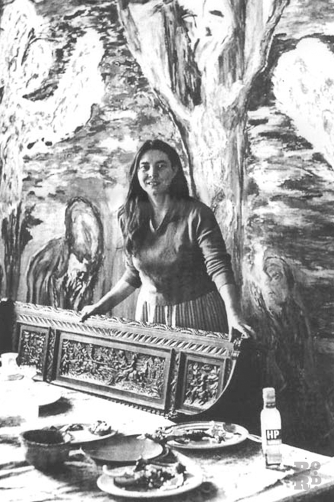 Photograph of artist Mary Barnes