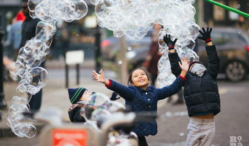 Bubbles! Roman Road Christmas Fair 2016 © Roman Koblov