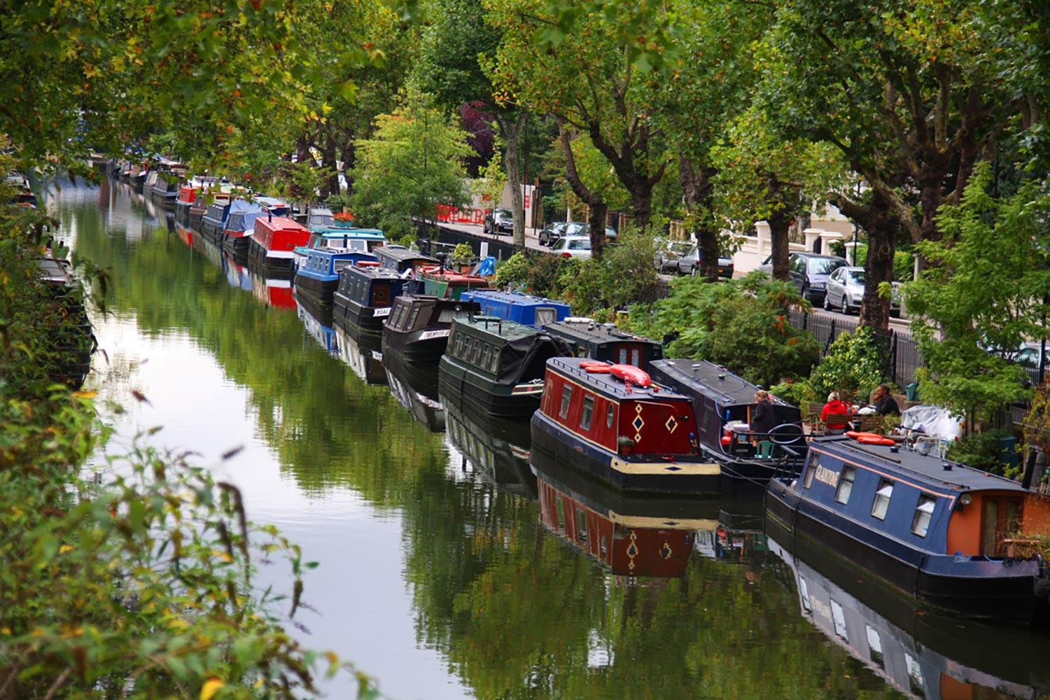barges on regents canal