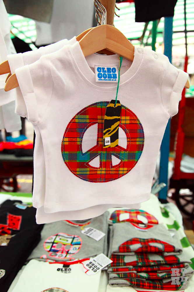 Children's t-shirt with peace sign