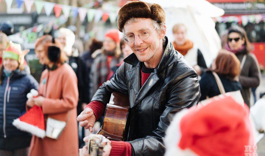 Guitar playing at Roman Road Christmas Fair 2016 © Roman Koblov