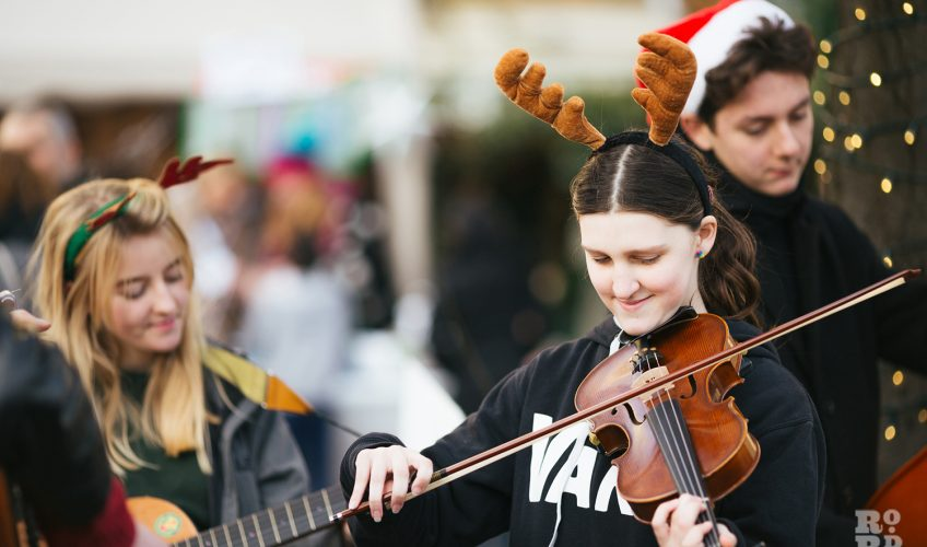 Violins at Roman Road Christmas Fair 2016 © Roman Koblov