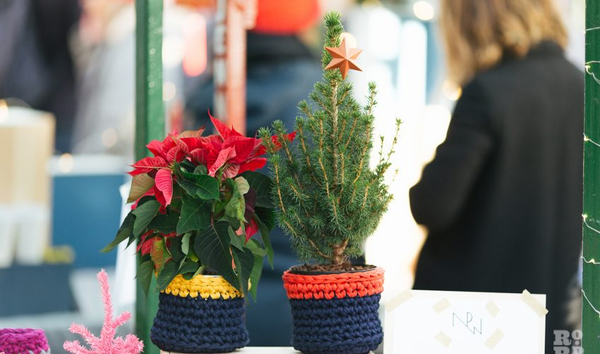 Knitted pots