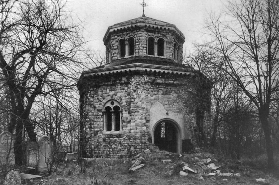 Black and White photograph of chapel in Tower Hamlets Cemetery Park