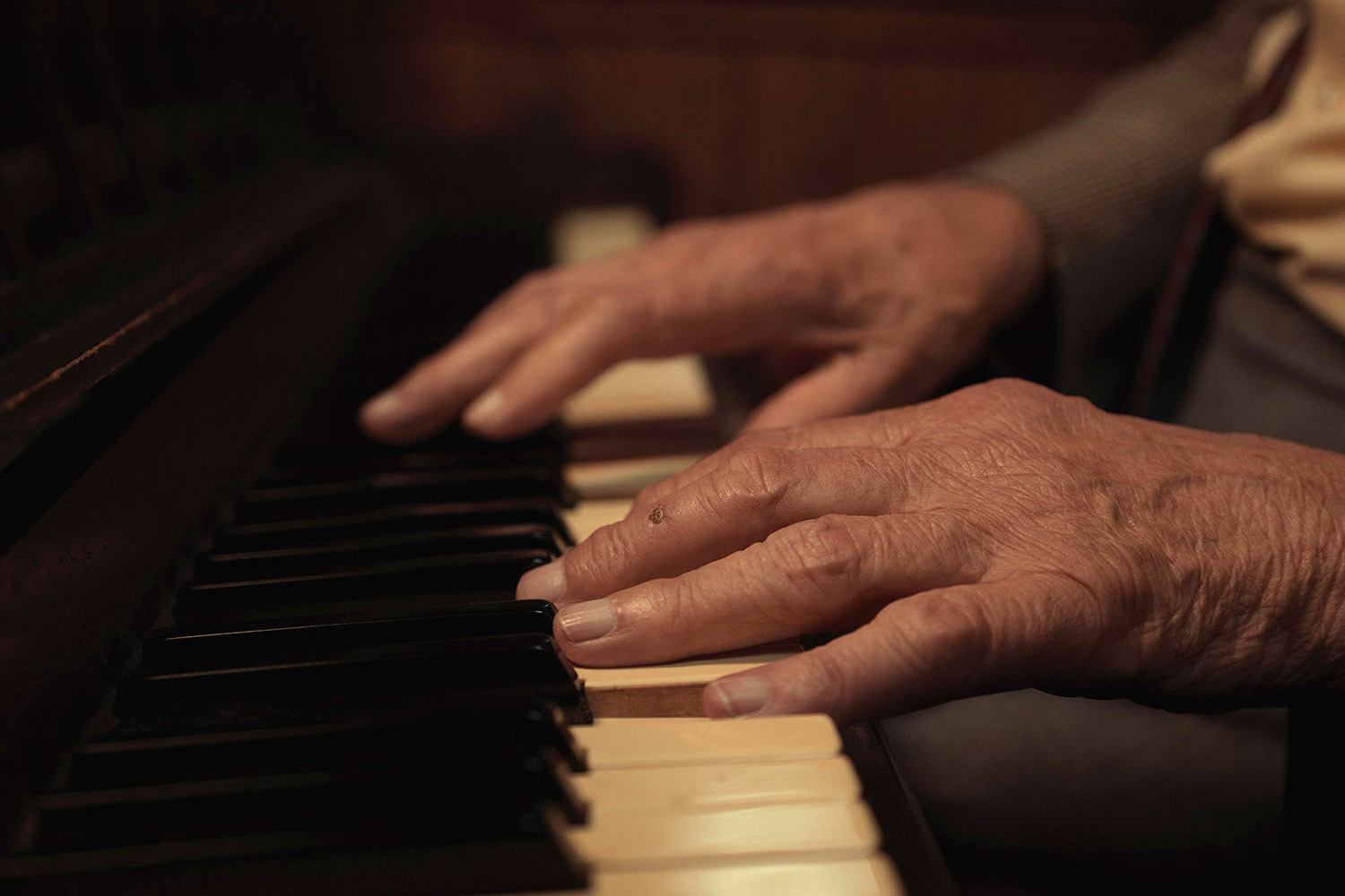 Hands at the piano. Image from Last of the Old Crooners, Palm Tree pub by Tom Oldham