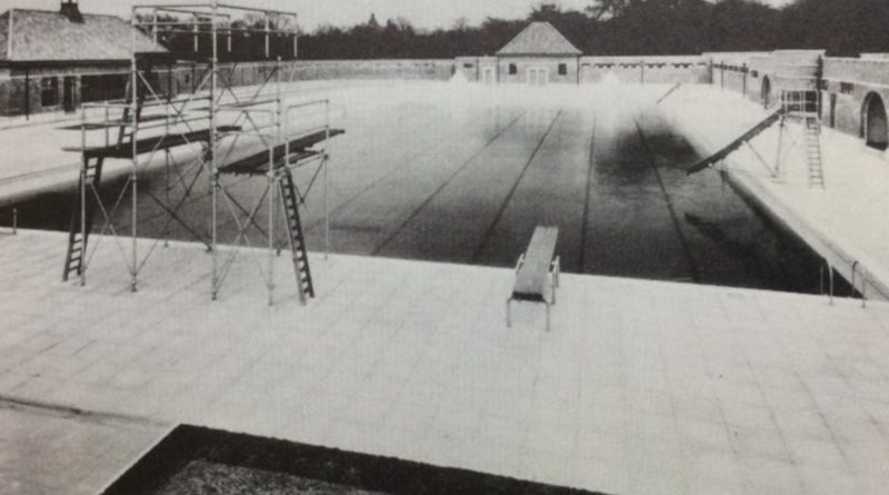 An Archive photo of Victoria Park Lido
