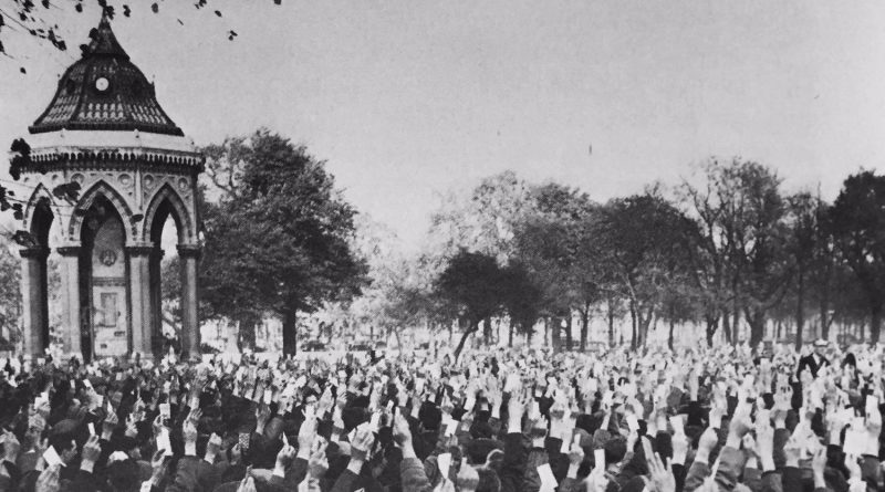 A protest at the Forum in Victoria Park during a 1954 docker strike