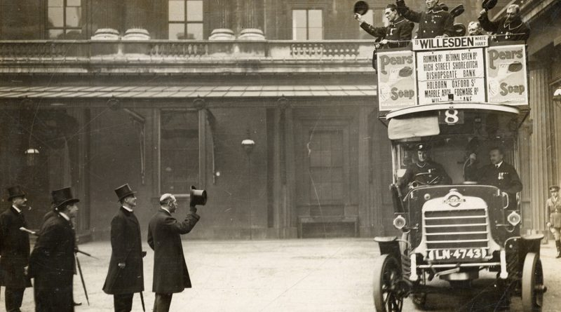 King George V raises his hat to a number 8 bus