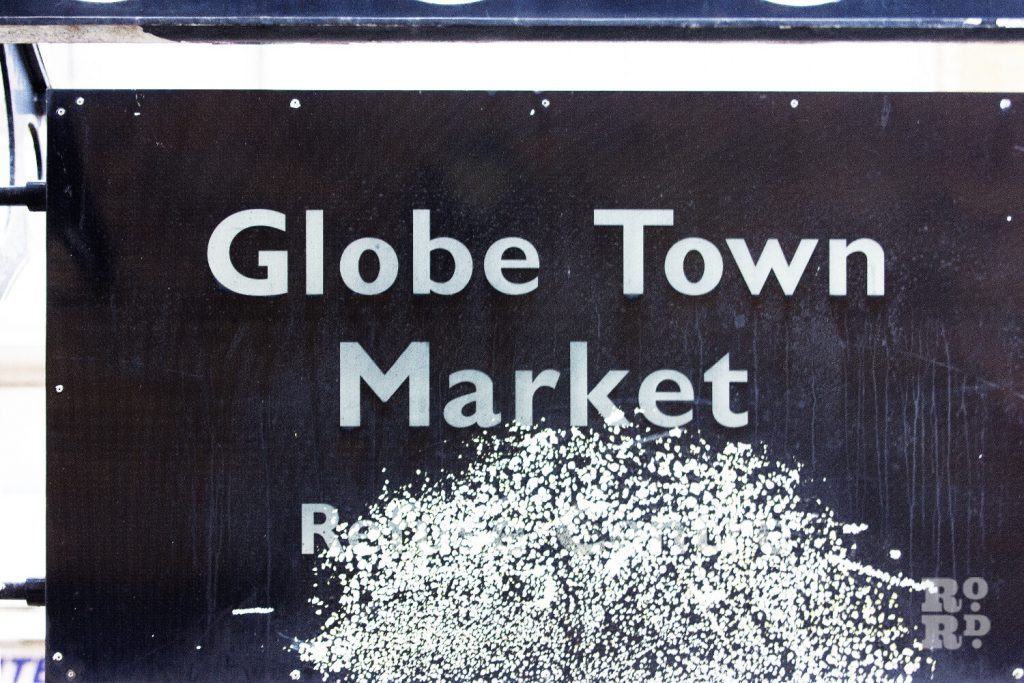 Globe Town Market Square Sign
