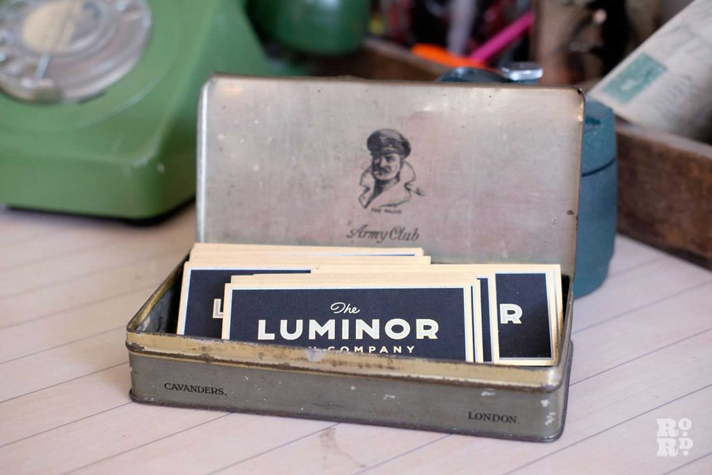 Luminor Sign Co business cards