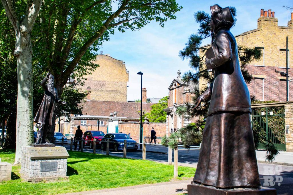 Statues of William and Catherine Booth on Mile End Road, Tower Hamlets