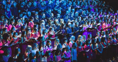 London City Voices choir pays tribute to the 90s at the Troxy