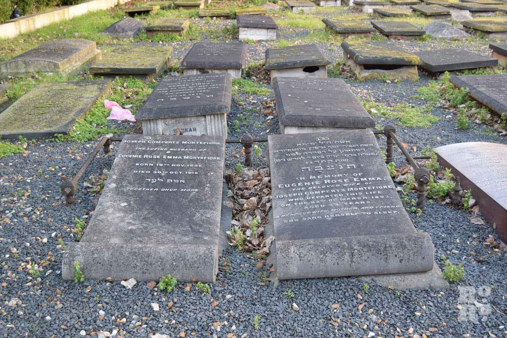 Gravestones of couple buried side by side Novo Jewish Cemetery, Mile End, London.