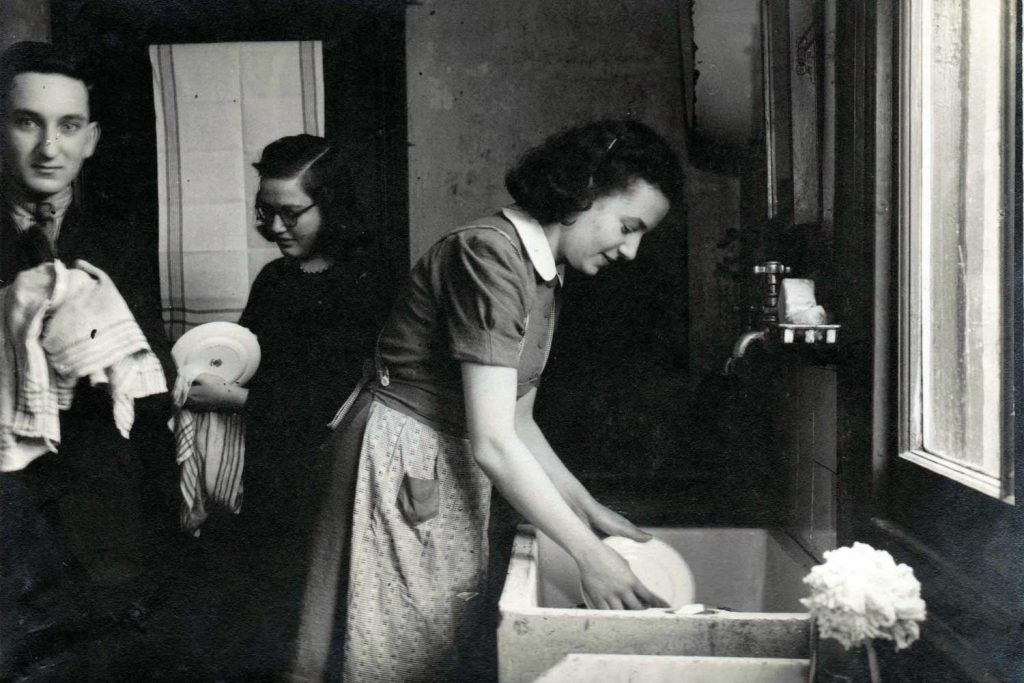 Susie Powlesland, washing up with friends