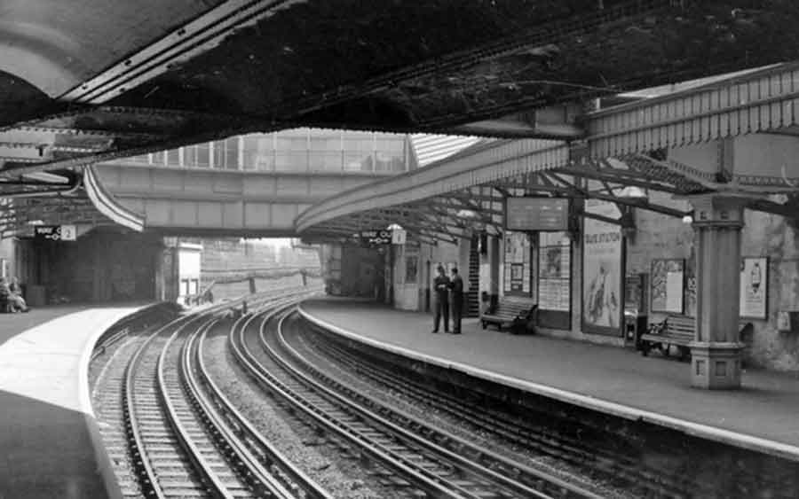 Archive photo of Bow Road tube station, 1961