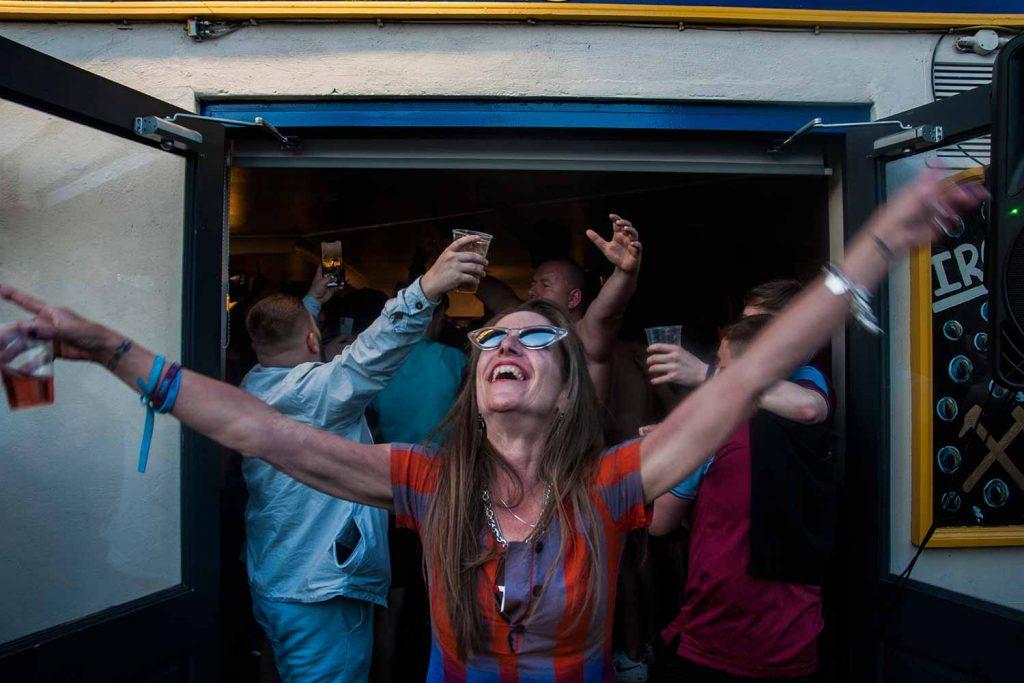 Female Hammers fan, Faces of West Ham, photos by José da Luz