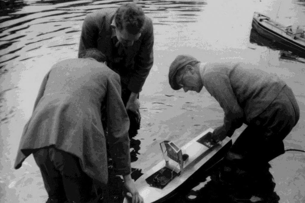 Men building steam boat in Victoria Park lake